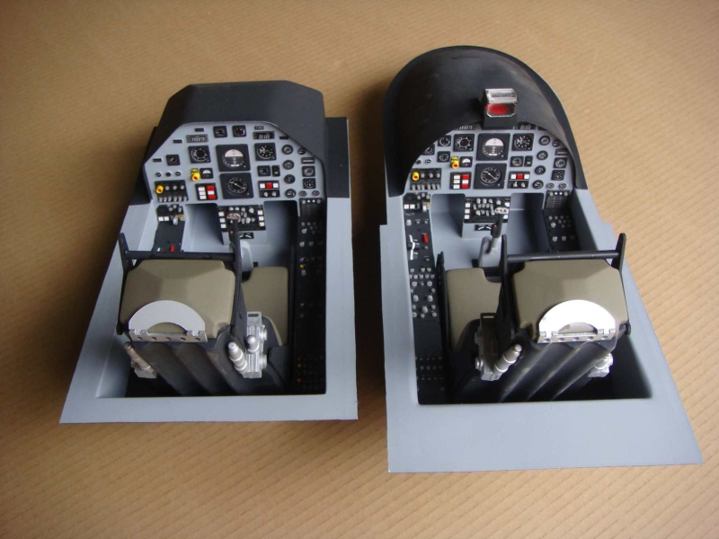 MB339 3MT, <b>Scale cockpit</b>